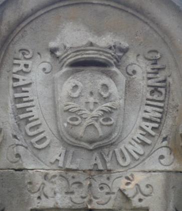 Escut_de_Sant_Gervasi_a_la_font_de_la_plaça_de_Molina